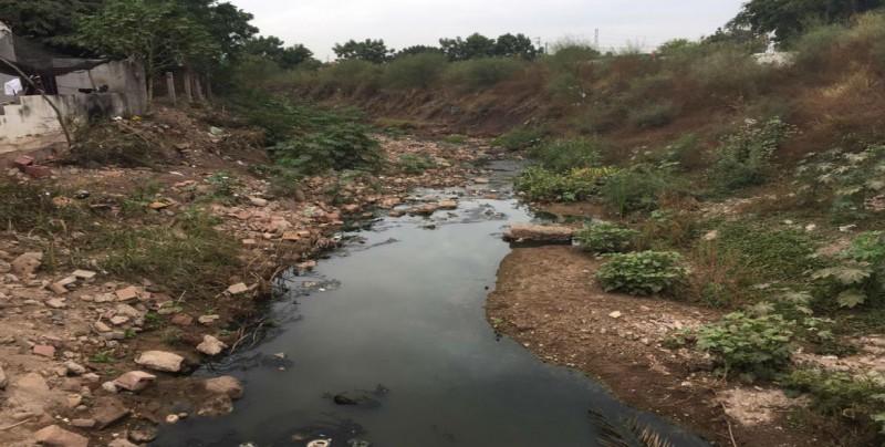 Habitantes de El Ranchito piden limpieza de arroyo