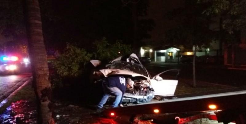 Se impacta conductor en árbol sobre camellón del bulevar Eldorado