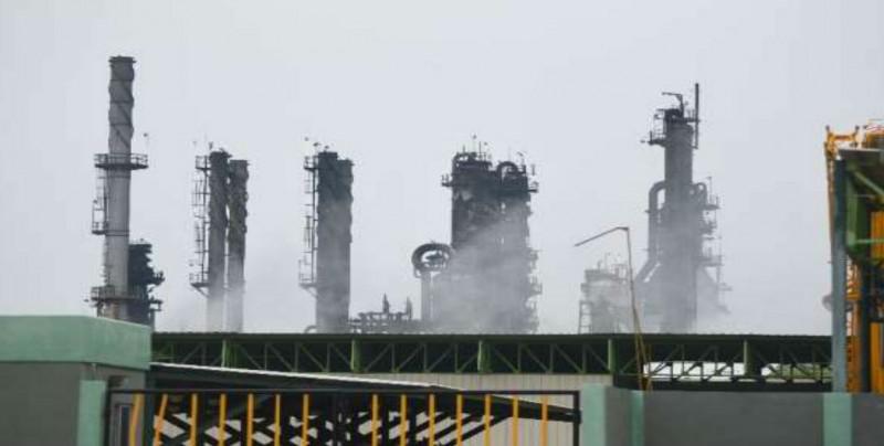 'Atorados' 36 barcos petroleros en Pajaritos, Tuxpan y Tampico