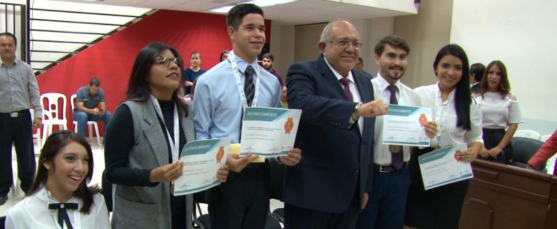 Honran a ganadores del premio al Mérito Juvenil 2018