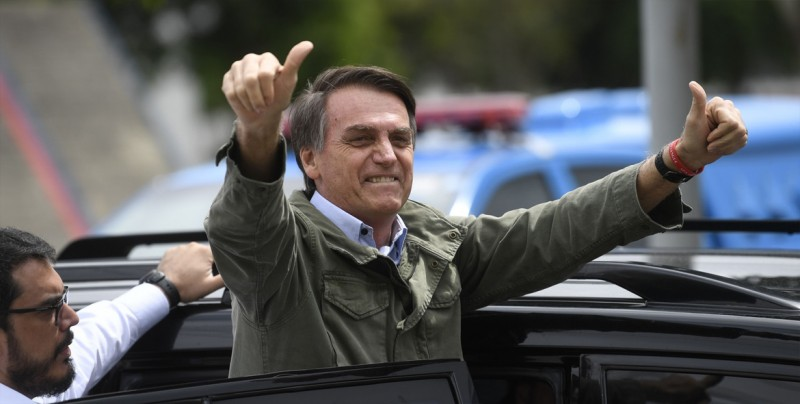 """Bolsonaro dice que llevará a Davos un Brasil """"libre de amarras ideológicas"""""""