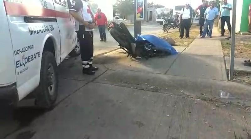Muere motociclista tras chocar con Camión Urbano en Urbi Villa