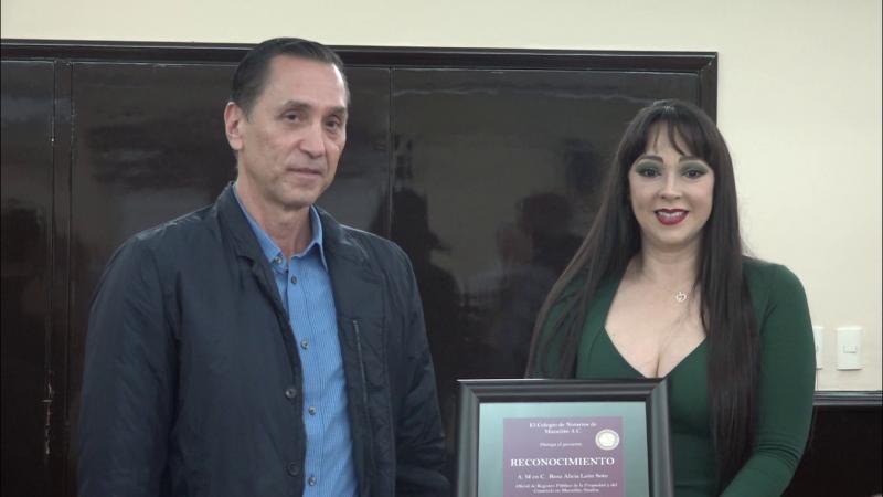 Entregan reconocimiento a Rosa Alicia León