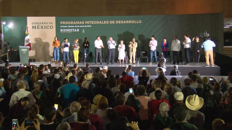 "AMLO promete ""serenar"" Sinaloa"