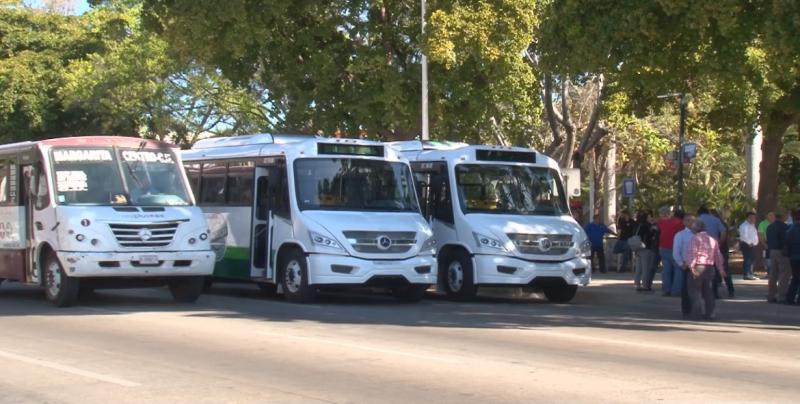 Entregan 100 nuevos camiones para renovar la flota del transporte público