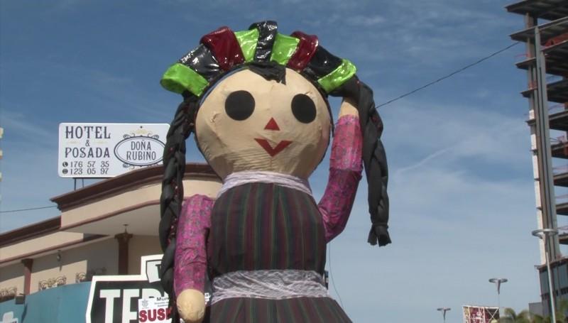 Inicia Cultura la colocación de los Monigotes para el Carnaval
