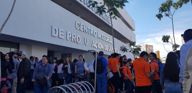 Alumnos de la UAIS piden se libere su universidad