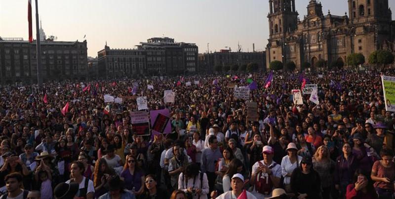 Miles de mujeres marcha contra feminicidios y secuestros en Ciudad de México