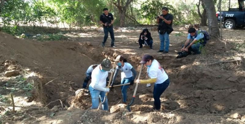 """""""México se ha convertido en una enorme fosa clandestina"""": Alejandro Encinas"""
