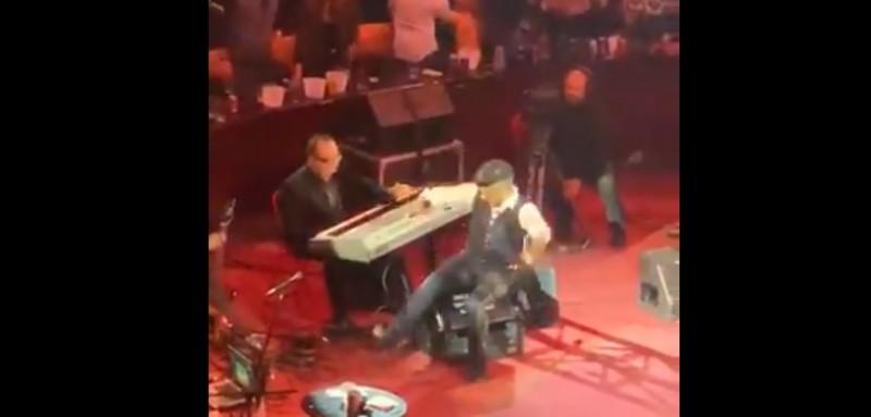 #Video Alejandro Fernández se cae en pleno escenario