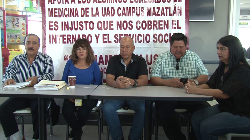 Padres de familia molestos por cobros en la UAD