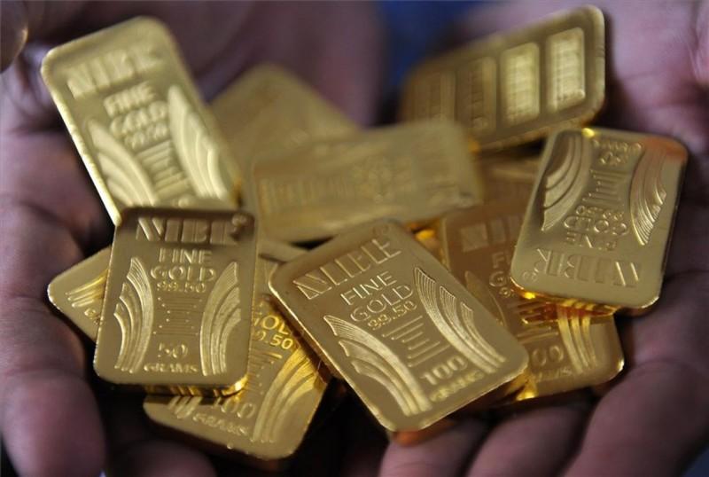 Hombre recibe lingotes de oro en lugar de un traje de baño para su esposa