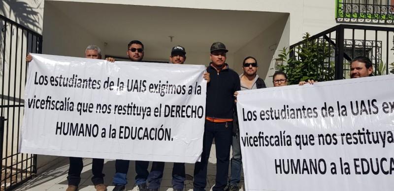 Piden apoyo a la CEDH alumnos de la UAIS