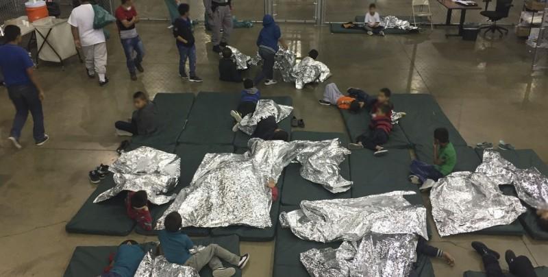 Familias separadas en frontera demandan Gobierno de Trump por trauma causado
