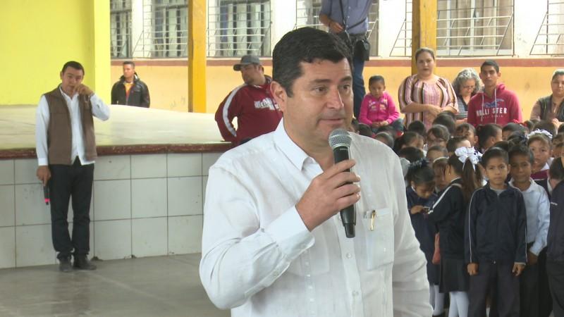 Destaca alcalde apoyo al sector educativo
