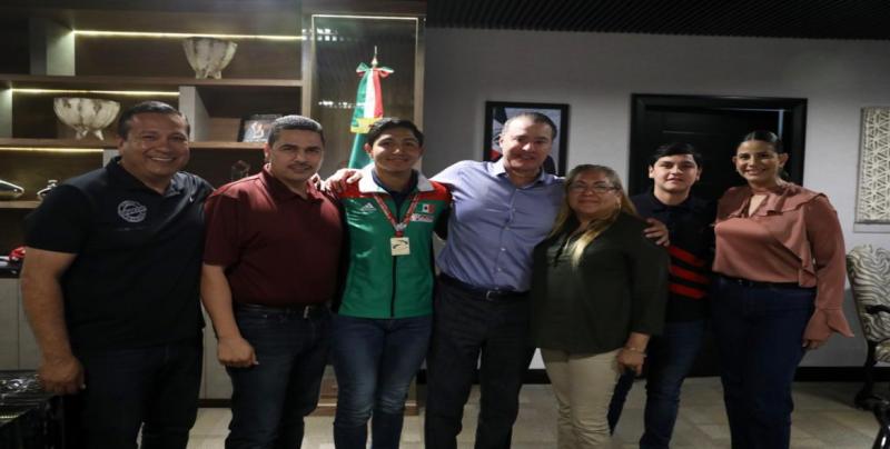 Recibe el Gobernador de Sinaloa, Qurino Ordaz Coppel al campeón del Mundo Juan Diego García