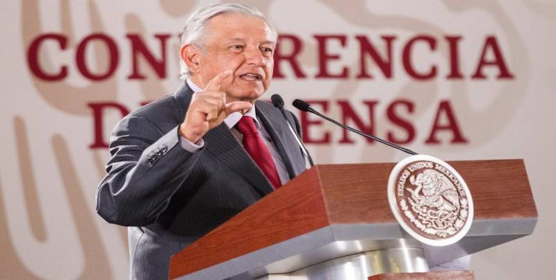 Presidente de México señala a firmas extranjeras por incumplir contratos