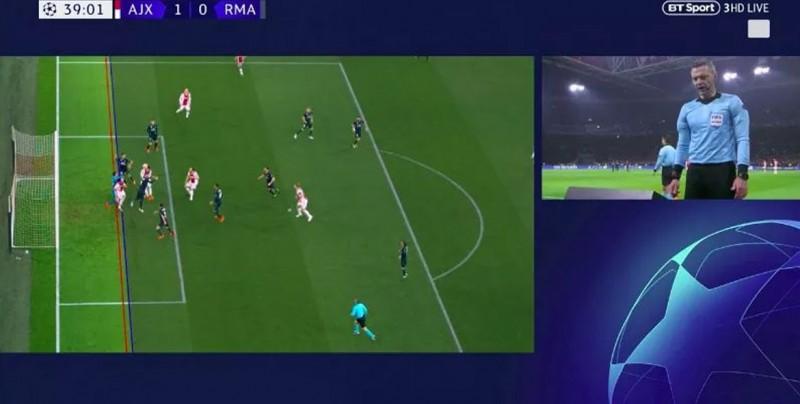 Primer gol anulado en la historia de la Champions con el VAR provoca polémica