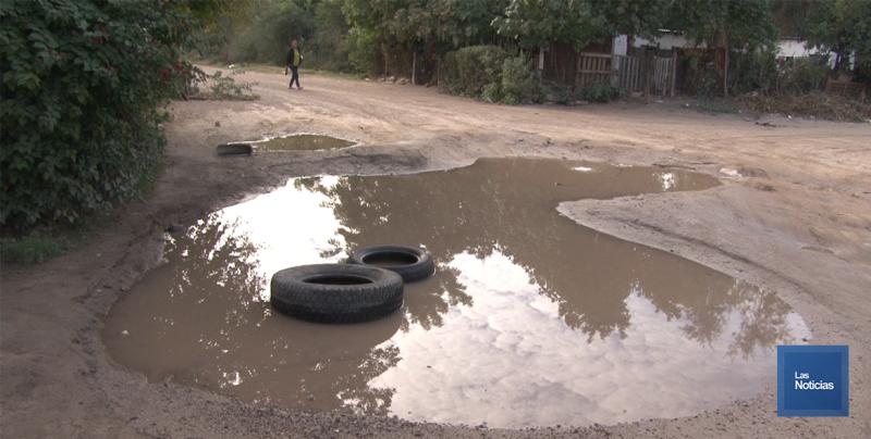 En Navojoa, vecinos piden rehabilitación de fuga de agua