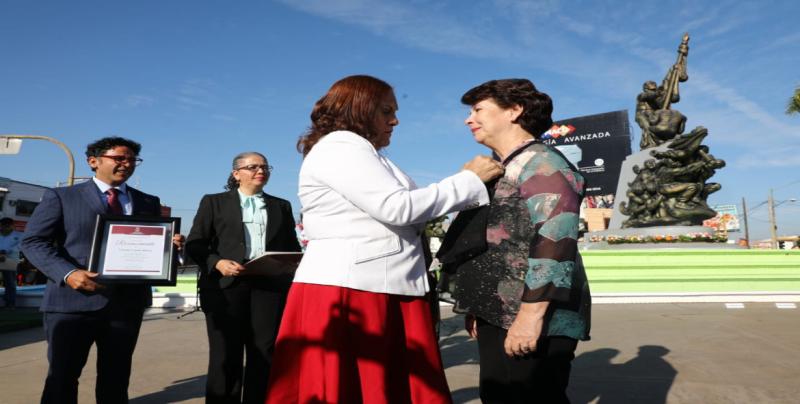 """Yolanda Urquijo, recibe Premio Estatal al Mérito Social """"Agustina Ramírez"""""""