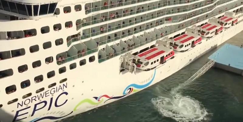 #Video Momento en que un crucero choca contra un muelle en Puerto Rico y causa destrozos