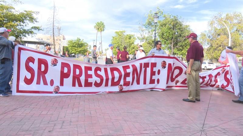 Morenistas de Ahome marchan en apoyo al presidente de la república