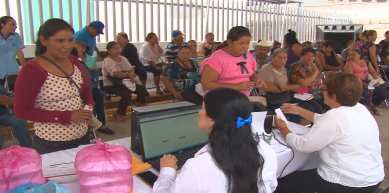 Se incrementa solicitud de cirugías de cataratas por el Seguro Popular