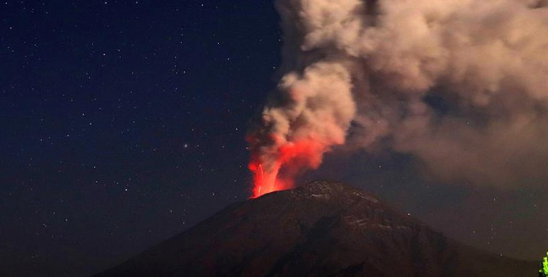 Volcán Popocatépetl aumenta su actividad con emisión de fragmentos en México