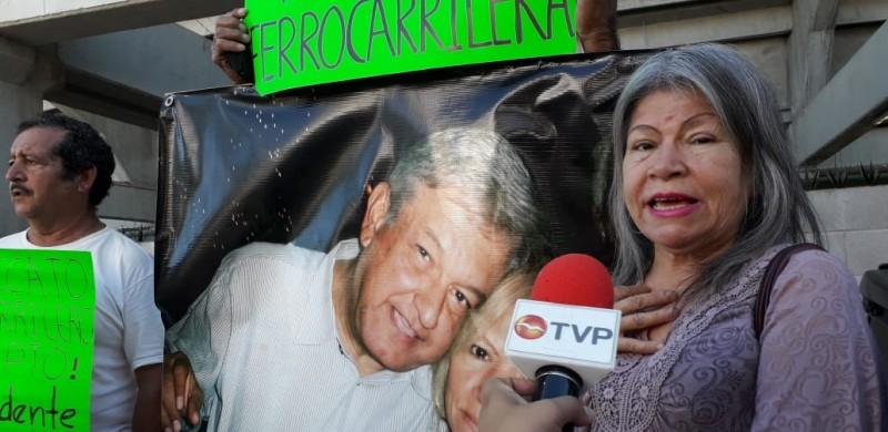 Deja 'novia' AMLO en Mazatlán
