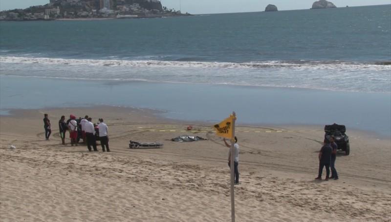 Localizan a hombre ahogado en el mar
