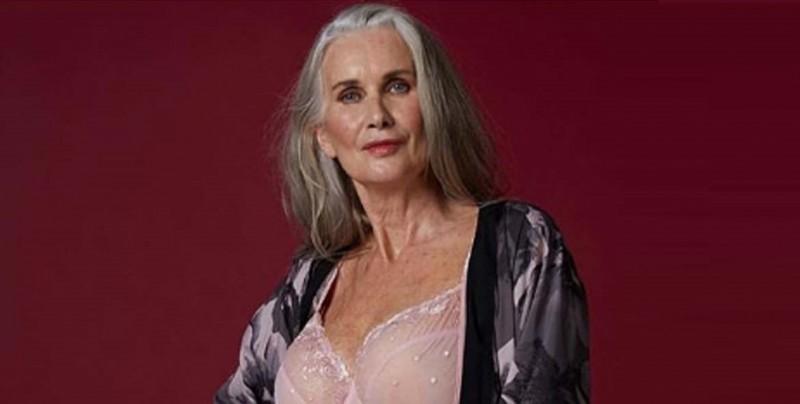 ¡Sin retoque! Protagoniza campaña de lencería a los 59 años