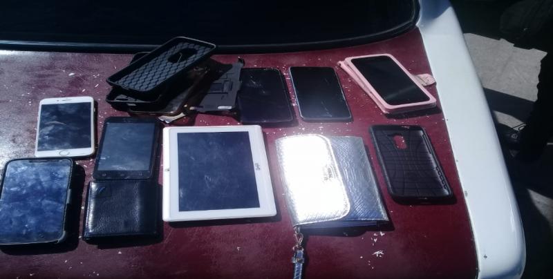 Detienen a 4 por asaltar camión, roban celulares