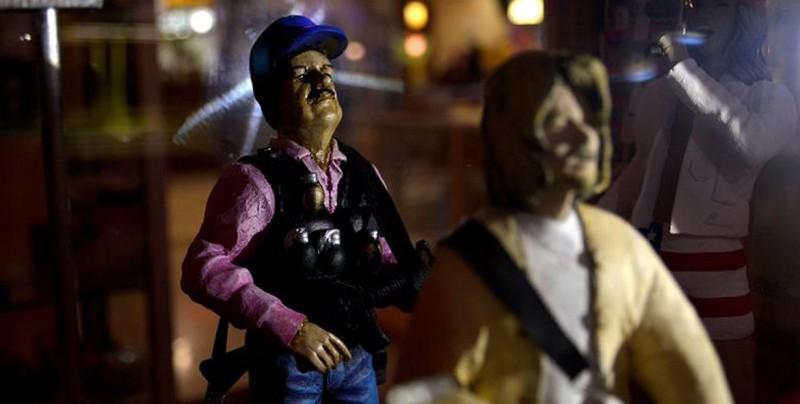 Crean figuras de acción de 'El Chapo' Guzmán en Culiacán