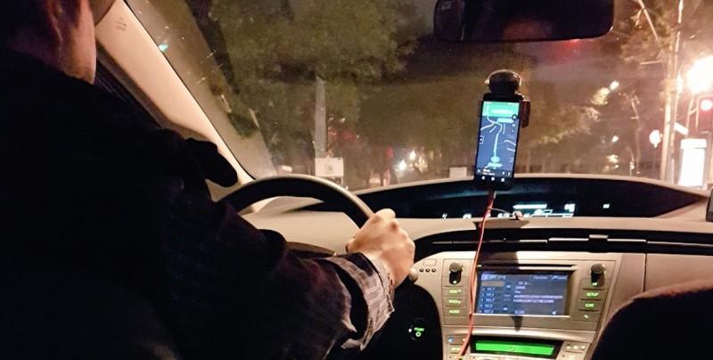 Conductor de Uber balea a pasajera porque se resiste a ser abusada