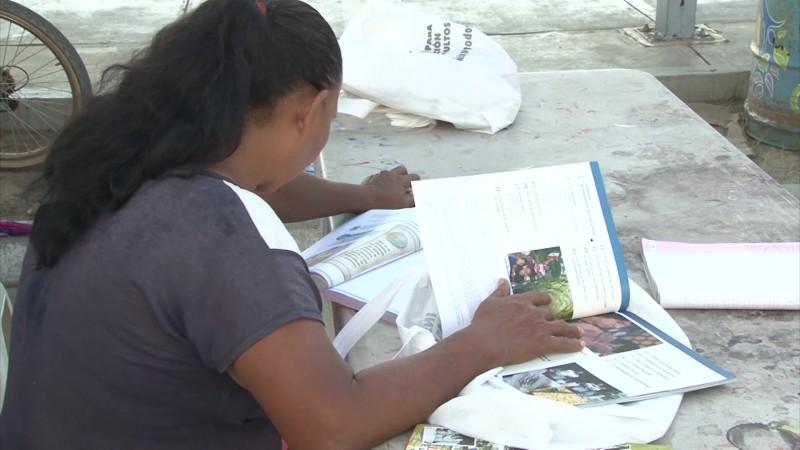 Anuncian plan estratégico contra el rezago educativo en adultos sinaloenses
