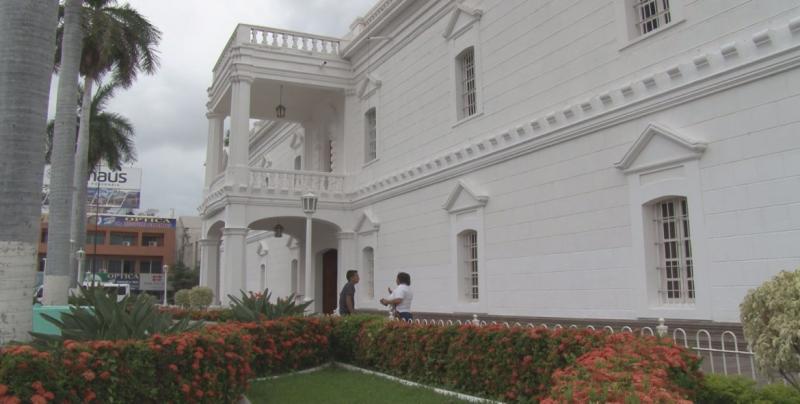 Les reducen sueldos a funcionarios del Ayuntamiento de Culiacán