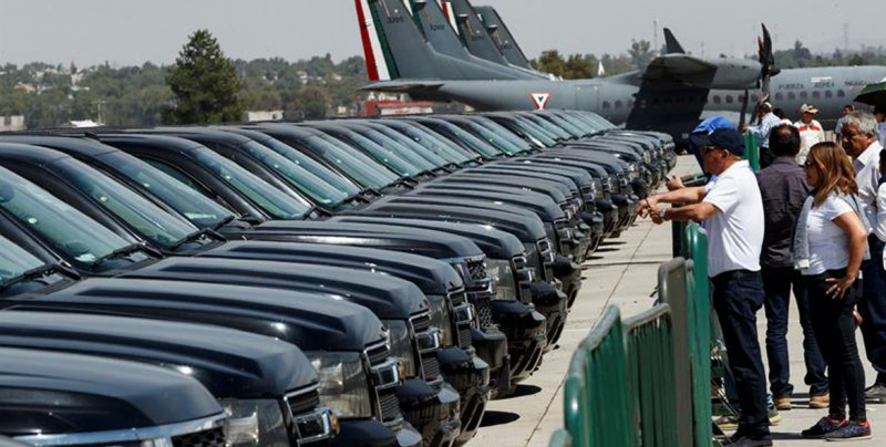 Gobierno de México subasta vehículos oficiales para hacerse de recursos