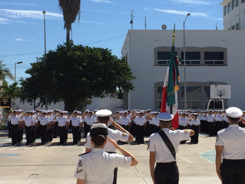 """Estudiantes de la escuela Naútica de Mazatlán, rinden """"Juramento a la Bandera"""""""