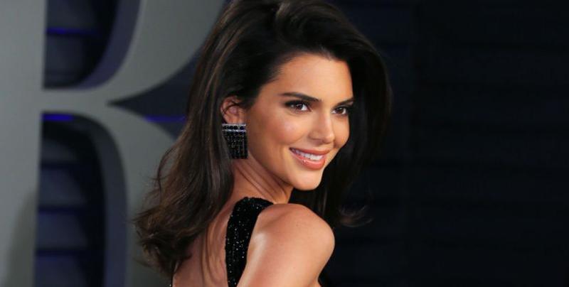 Kendall Jenner no deja nada a la imaginación con vestido en la fiesta de los Oscar