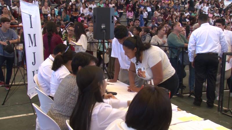 IMJU entrega mil becas a estudiantes de nivel secundaria