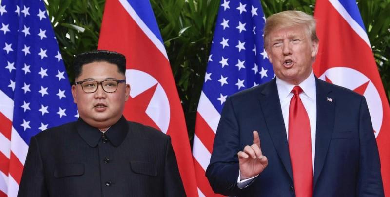 Trump llega a Hanoi para su cumbre con Kim sin elevar las expectativas
