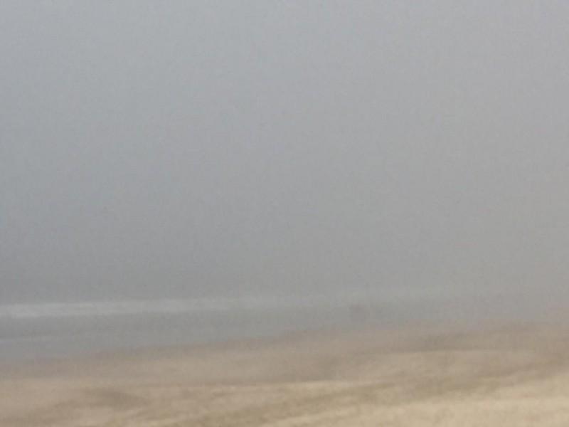 Densa neblina cubre zona turística de Mazatlán