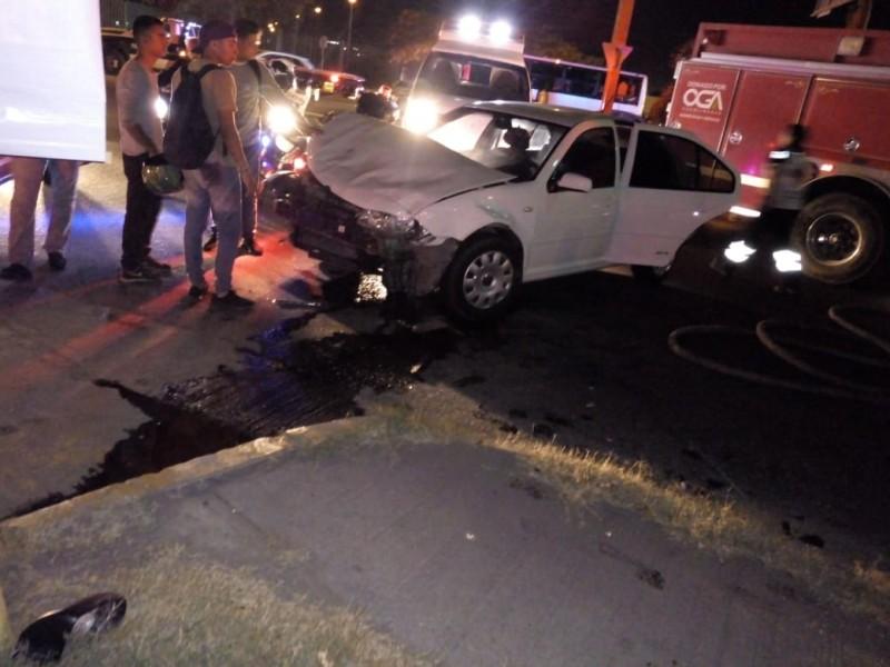 Accidente automovilístico deja 5 lesionados
