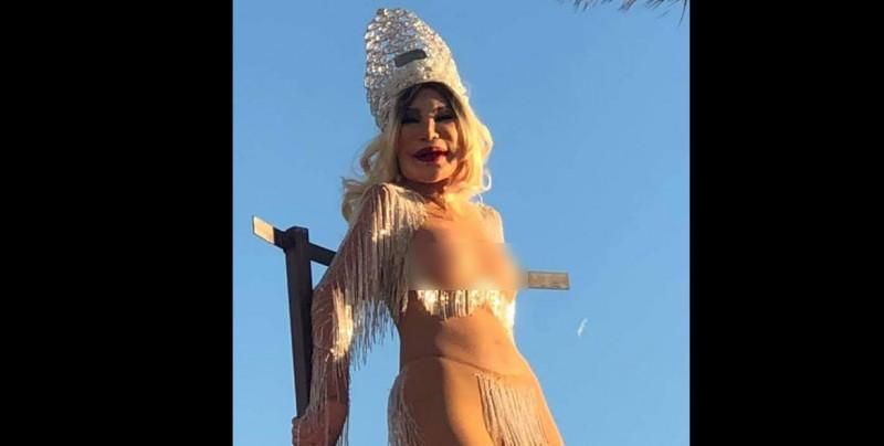Lyn May desfila en 'toples' durante el Carnaval de Mazatlán 2019