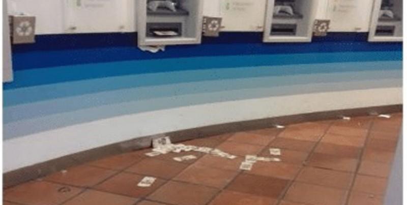 Falla cajero y comienza a arrojar billetes en Guanajuato