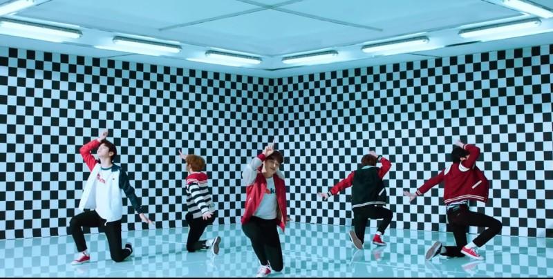 TXT, la banda heredera de BTS, arrasa con la venta de su primer EP