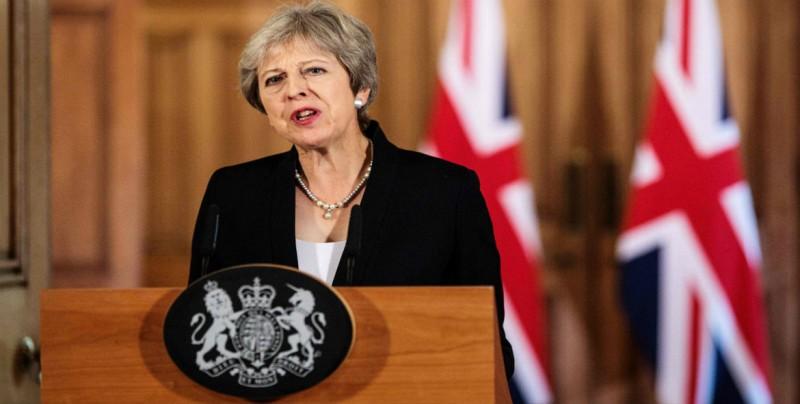 """May reclama apoyo a su plan de """"brexit"""" para salir de la UE el 29 de marzo"""