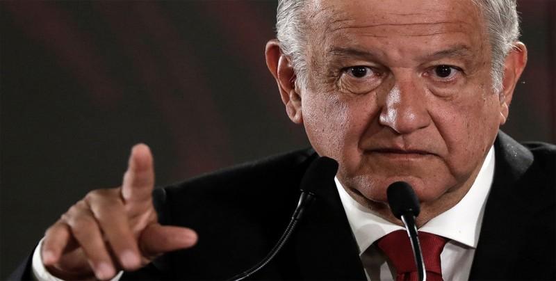 """López Obrador desmiente """"falsedades"""" de expedientes secretos sobre su pasado"""