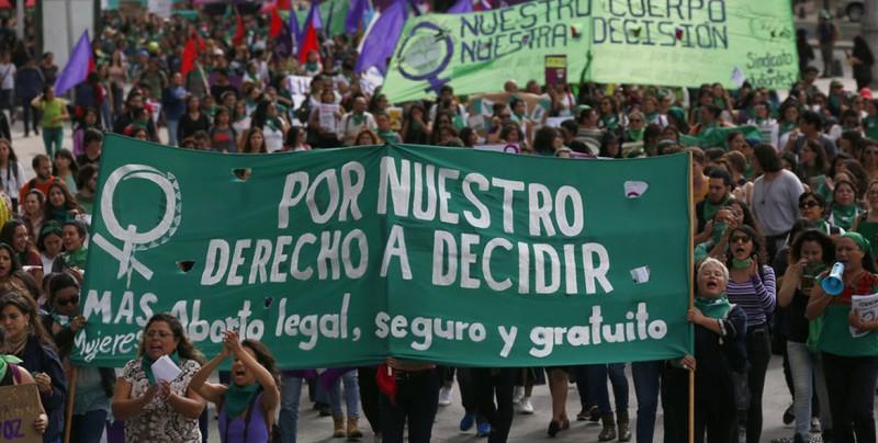 Mujeres se manifiestan en México y exigen legalizar el aborto en todo el país