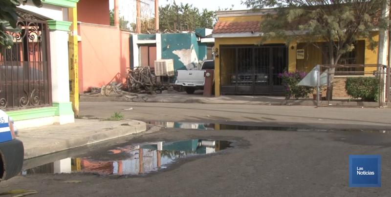 En Cajeme, vecinos de la San Anselmo viven con fugas de drenaje